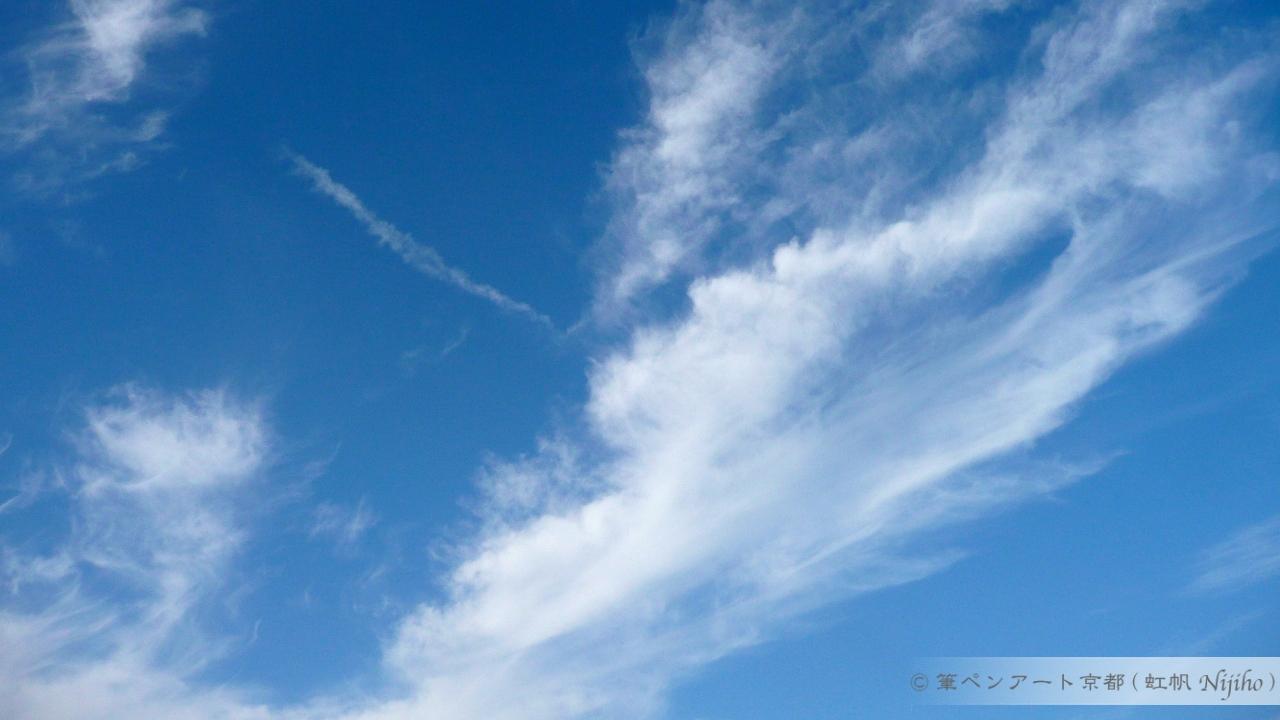 10月上旬の雲が多い青空